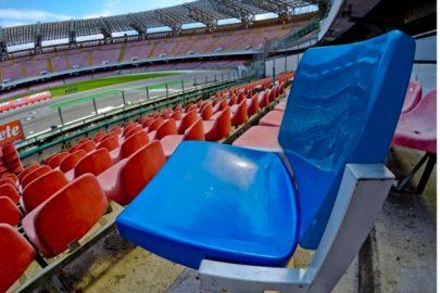 Al via i lavori allo stadio San Paolo per la prossima Universiade Napoli 2019. Prova per i nuovi sediolini che sostituiranno i vecchi di colore rosso da oggi in fase di smantellamento, 9 aprile 2019. ANSA / CIRO FUSCO